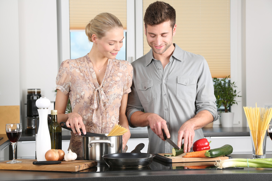 Eat Well AND Don't Break the Bank: 5 Tips to Save on Feeding your Family!